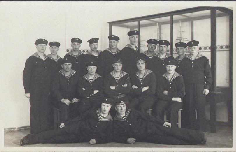 Latvian navy submarine instructors